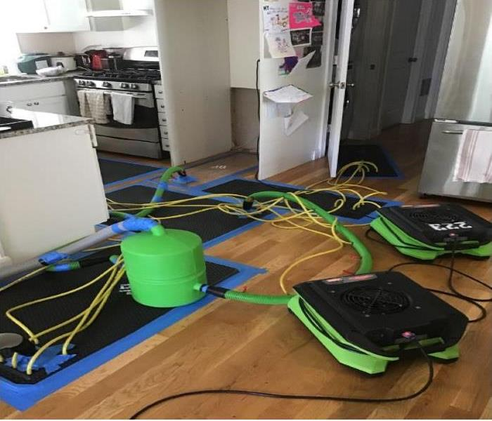 Floor mats and drying equipment in kitchen